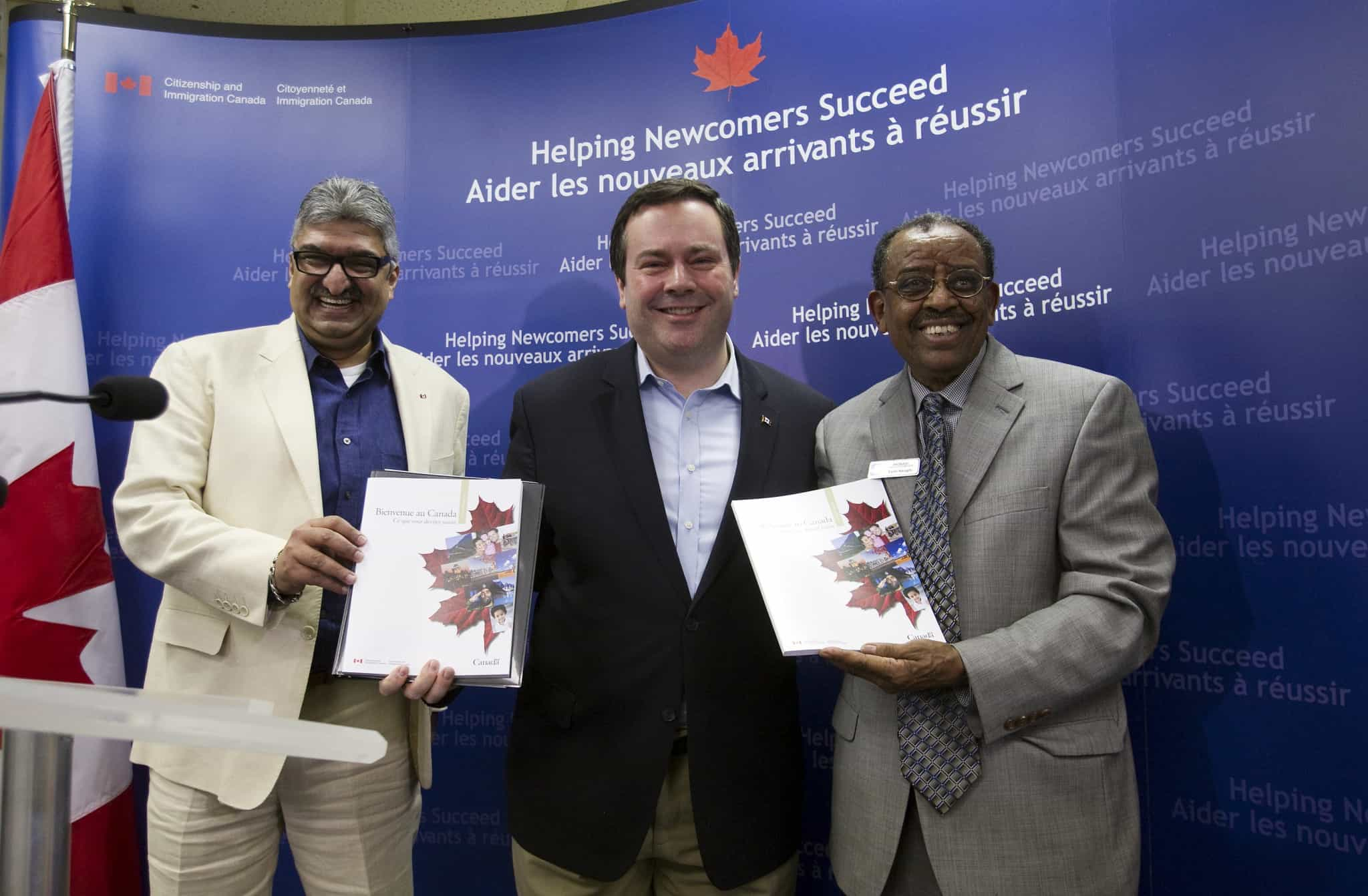 Minister Kenney unveils the revamped Welcome to Canada Guide and the new Living in Canada Online Tool.